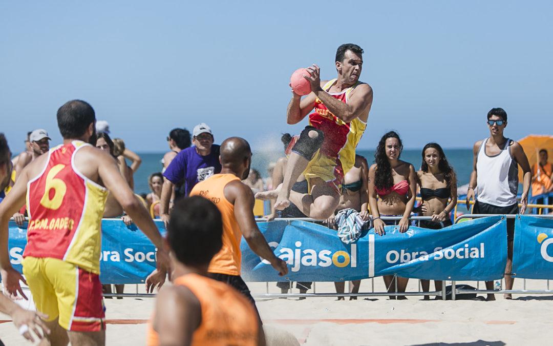 Emoción y diversión sobre la arena con el XXIII Trofeo Ramón de Carranza de balonmano playa