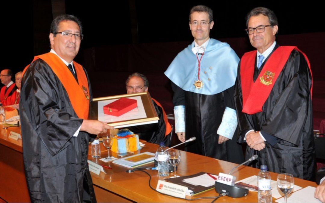 Antonio Pulido recibe el Honorary Degree de la escuela ESERP