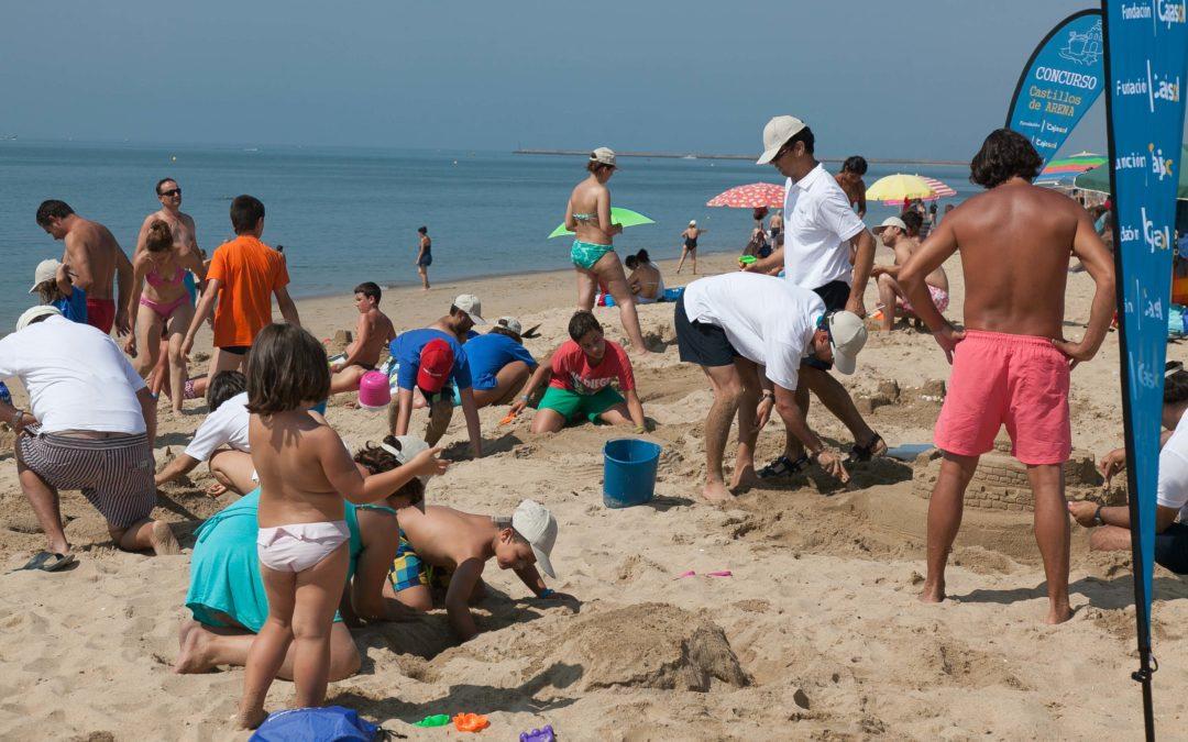 La Fundación Cajasol pone en marcha la IV Edición de su Concurso Familiar de Castillos de Arena en las playas de Cádiz