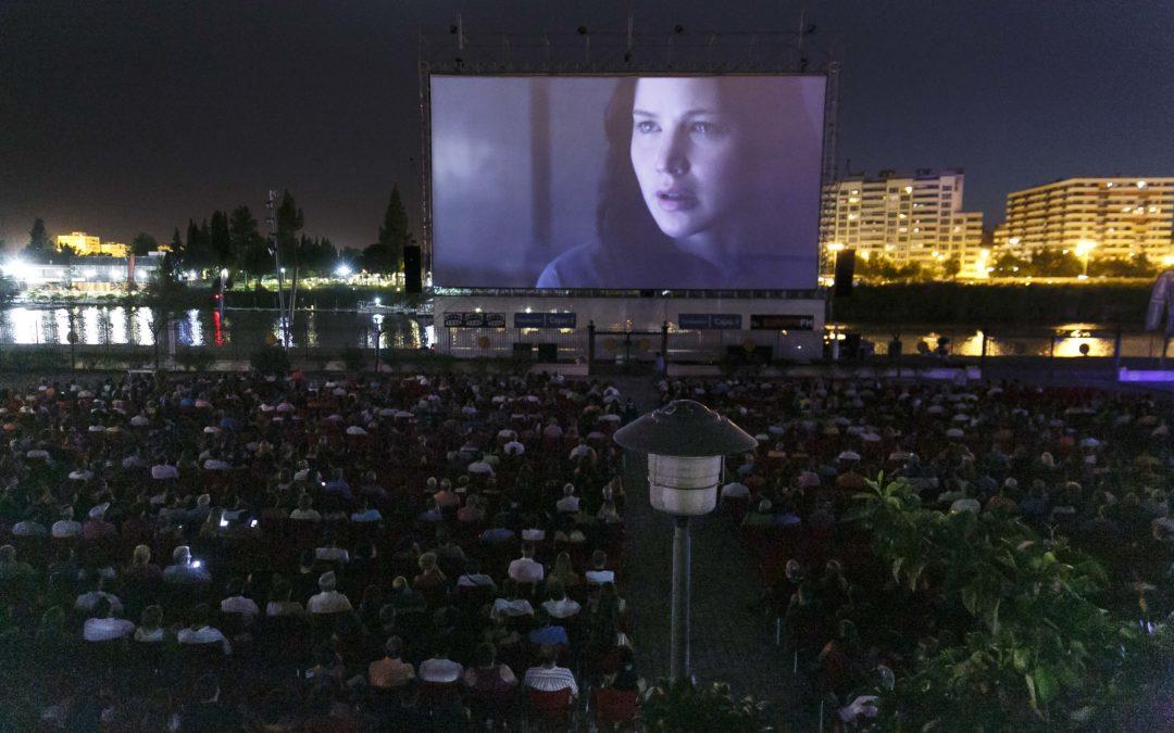 Cerca de 2.000 personas disfrutan de la 'Noche de la Fundación Cajasol' en Open Star Sevilla