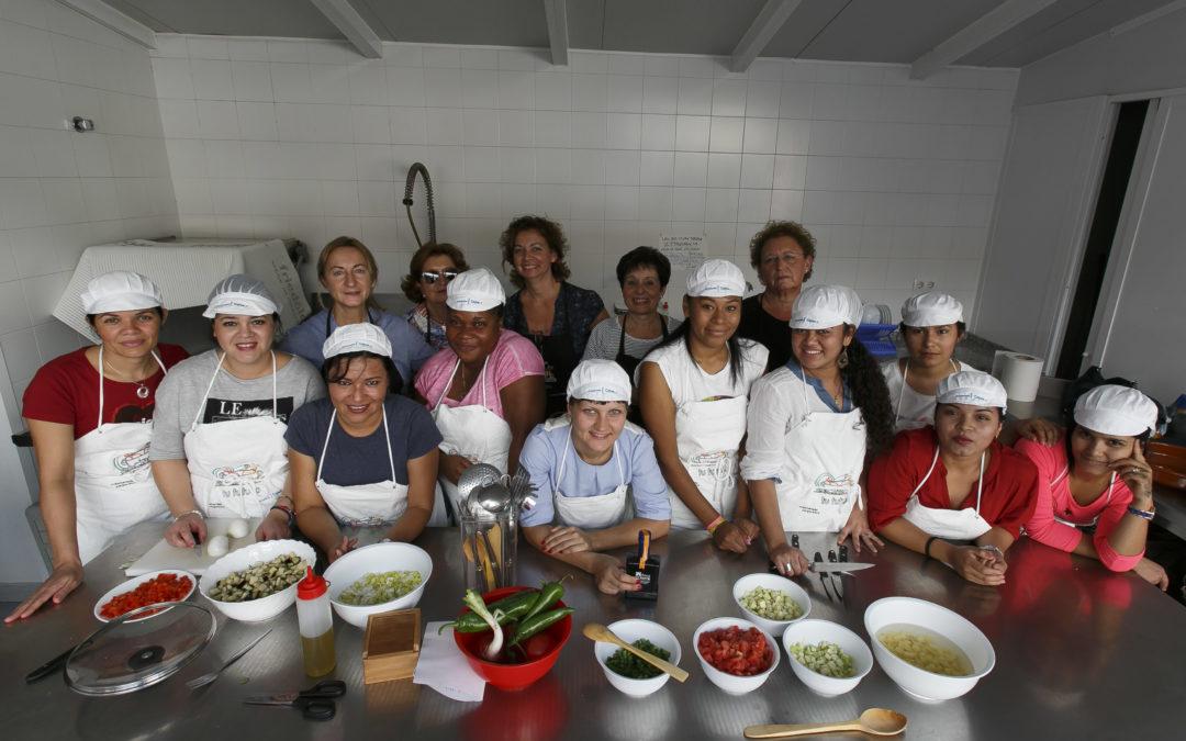 La Fundación Cajasol ayuda a 'cocinar' el futuro de inmigrantes que desean emplearse en el servicio doméstico
