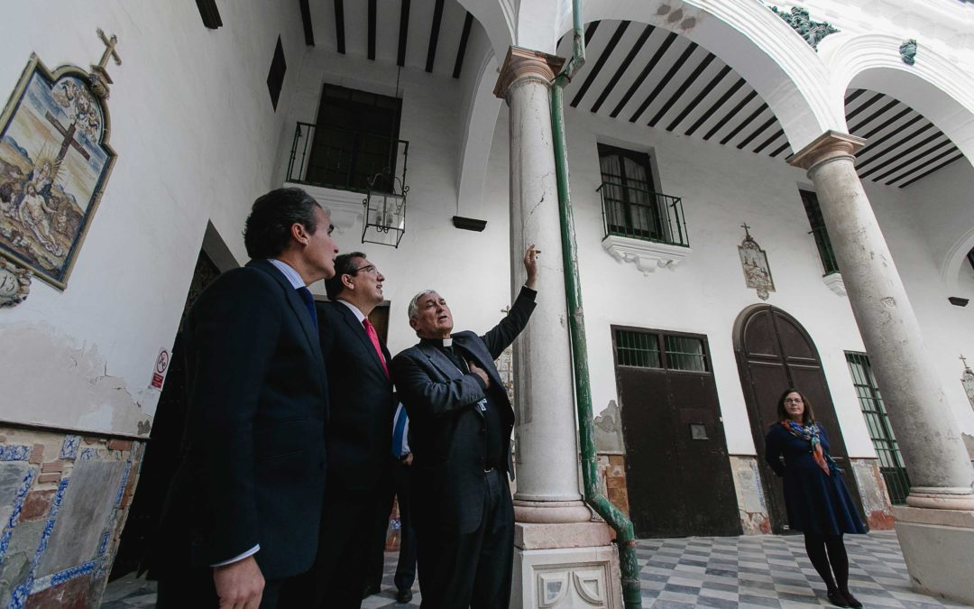 El Obispado, Fundación La Caixa y Fundación Cajasol firman un convenio para la restauración del patio principal del Hospital de Mujeres