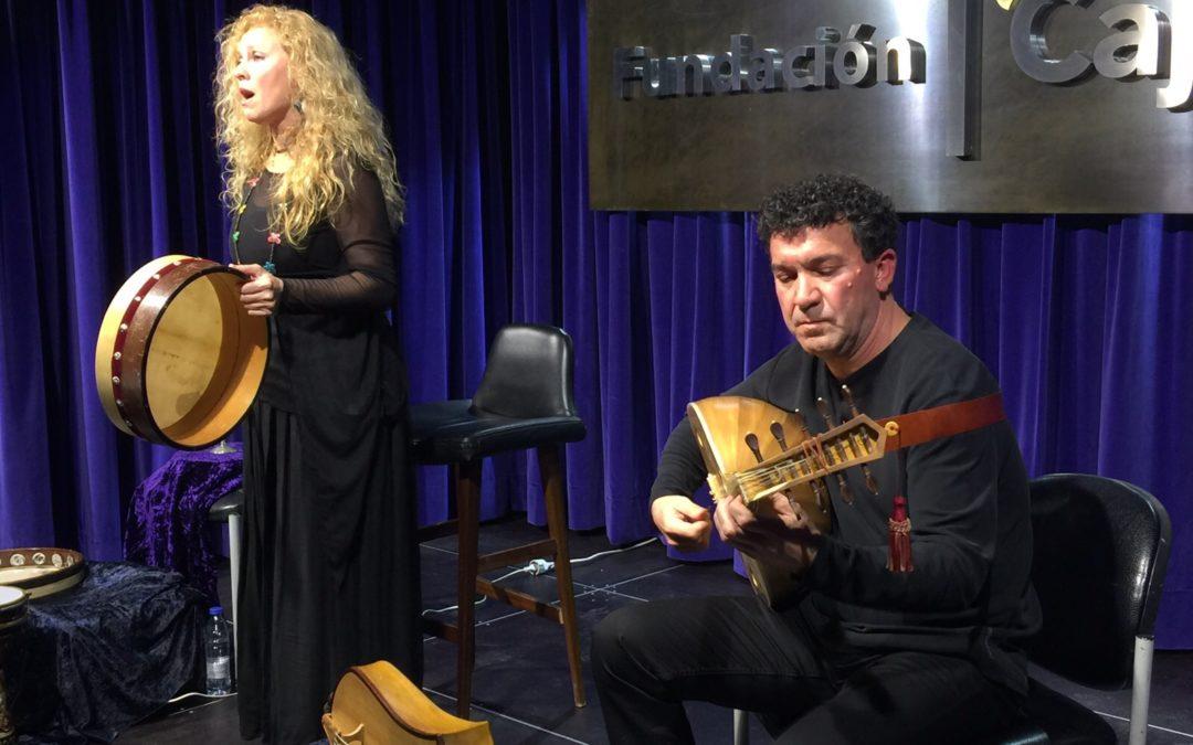 El dúo Axabeba ofrece un concierto de música sefardí en el salón de actos de la Fundación Cajasol en Huelva