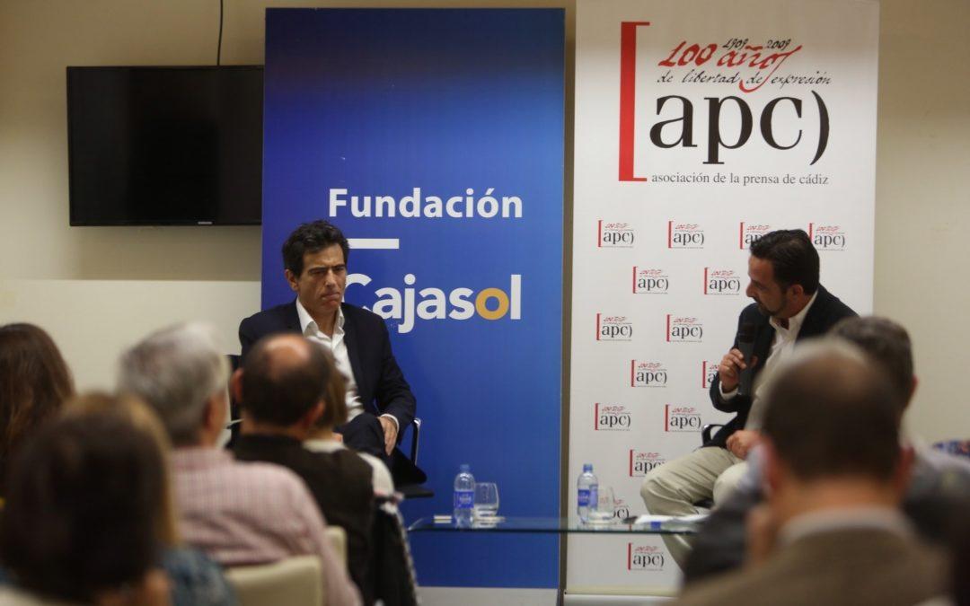 Arcadi Espada inaugura el ciclo de articulismo 'La prensa en la Casa Pemán' en la Fundación Cajasol