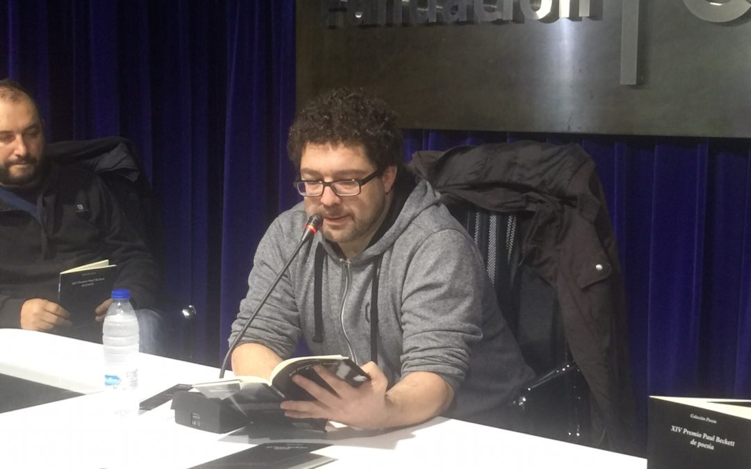 El poeta onubense Miguel Mejía presenta su obra 'Hacia dónde' en la Fundación Cajasol