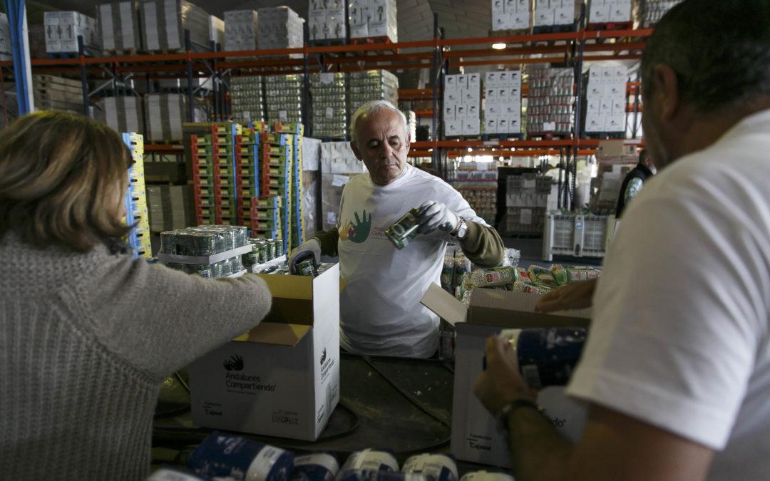 La Fundación Cajasol reparte 2.000 cajas de alimentos entre 22 organizaciones sociales en Huelva