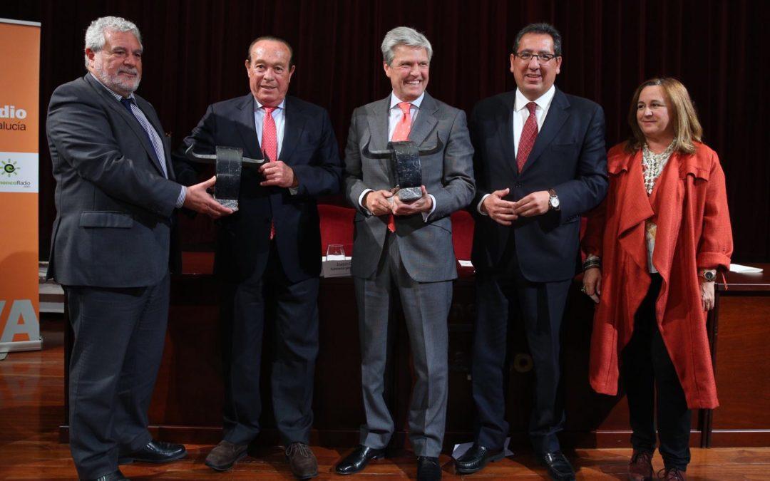 Juan Antonio Ruiz 'Espartaco' y Curro Romero, premiados por el Carrusel Taurino de Canal Sur en la Fundación Cajasol