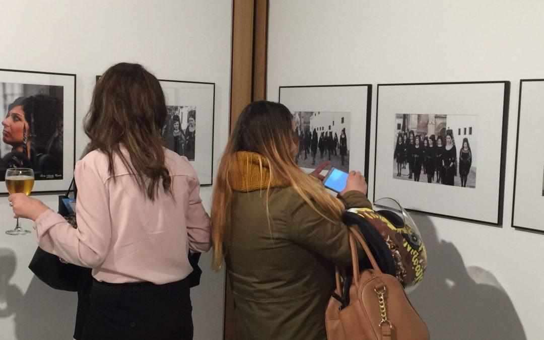 Un millar de personas visita la exposición 'Entre Pipas, Cirios y Rosarios' en Córdoba