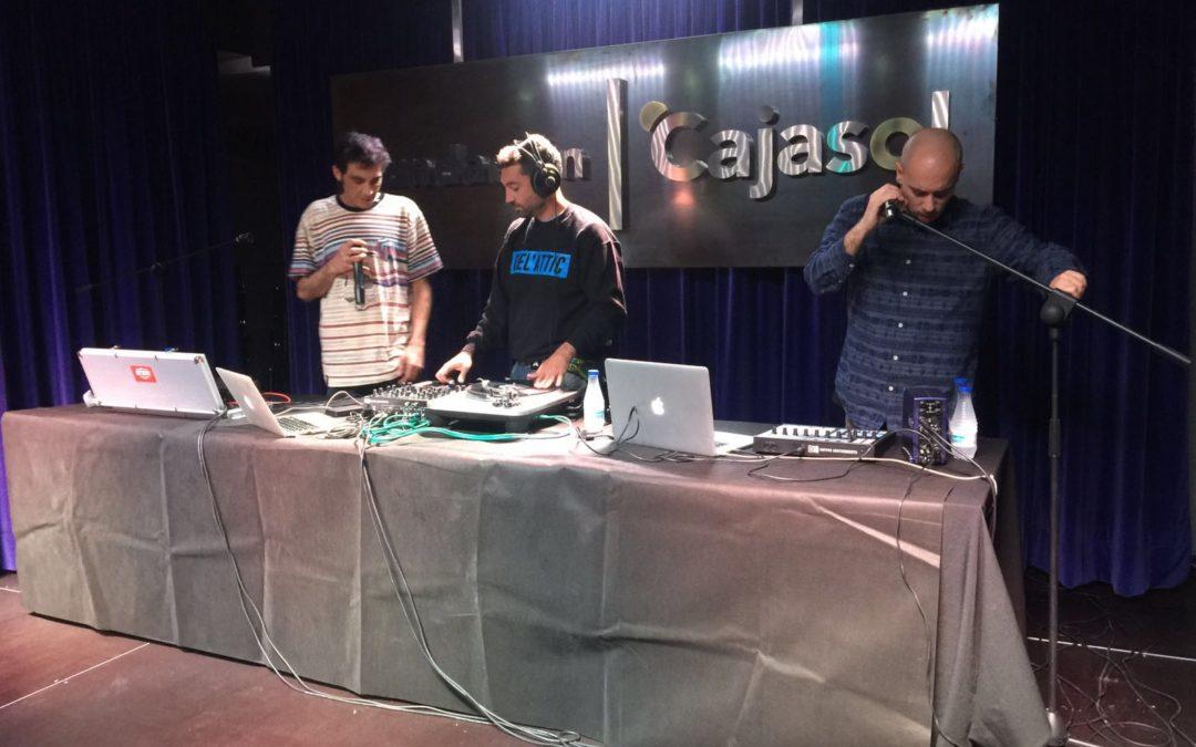 El grupo Del'Attic actúa en directo en la sede de la Fundación Cajasol en Huelva