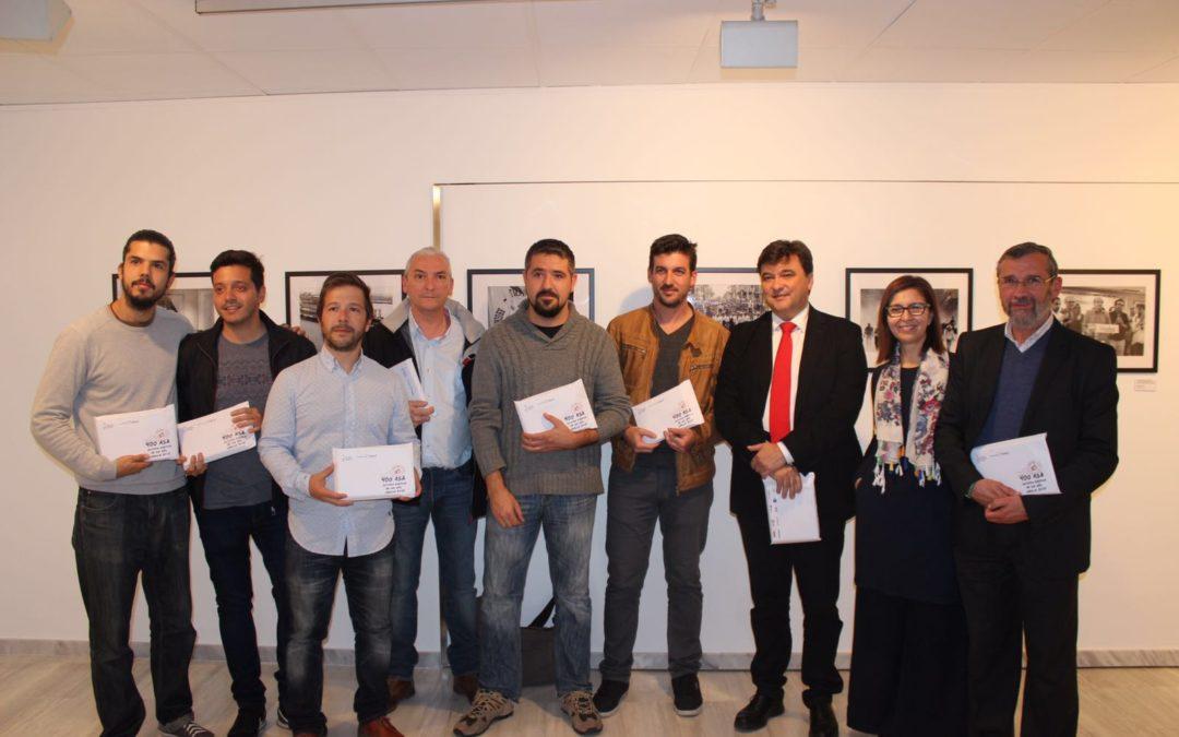 La Fundación Cajasol y la Asociación de la Prensa de Huelva inauguran la exposición '400 ASA: Historia gráfica de un año'