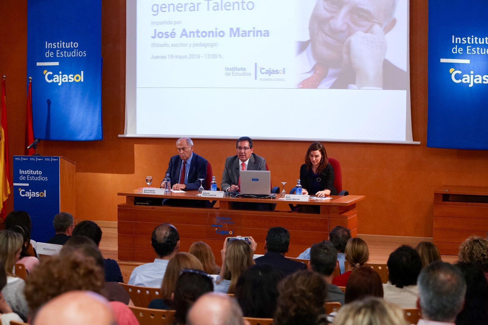 Antonio Pulido, presidente de la Fundación Cajasol, presentó a José Antonio Marina