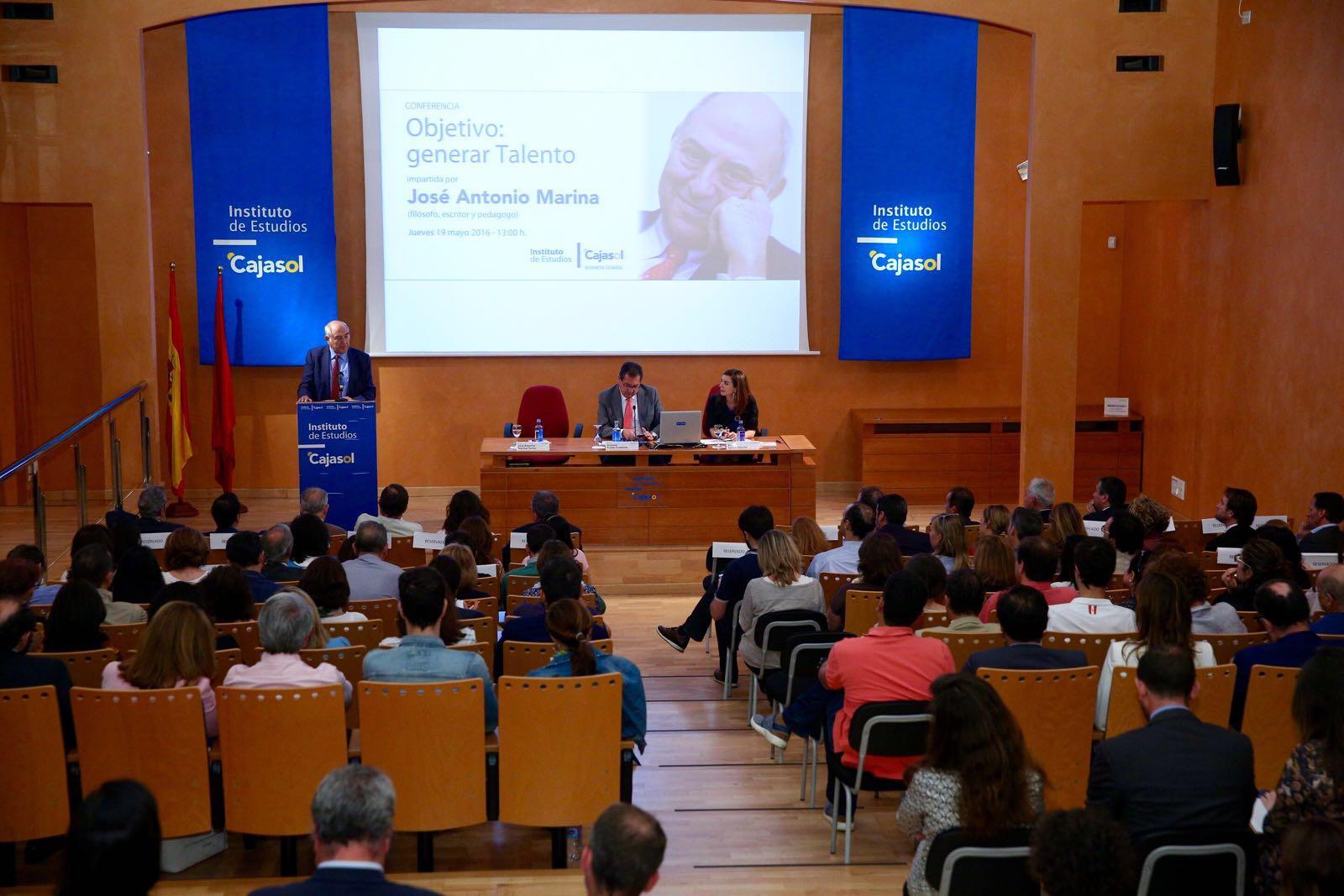 El público disfrutó de las reflexiones sobre el talento de José Antonio Marina