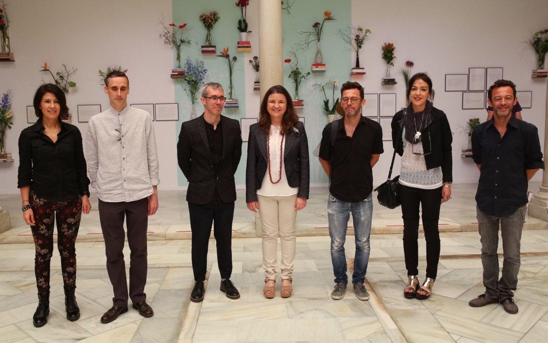 Exposición 'Lecturas en Flor', hasta el 5 de junio en el patio de la Fundación Cajasol en Sevilla