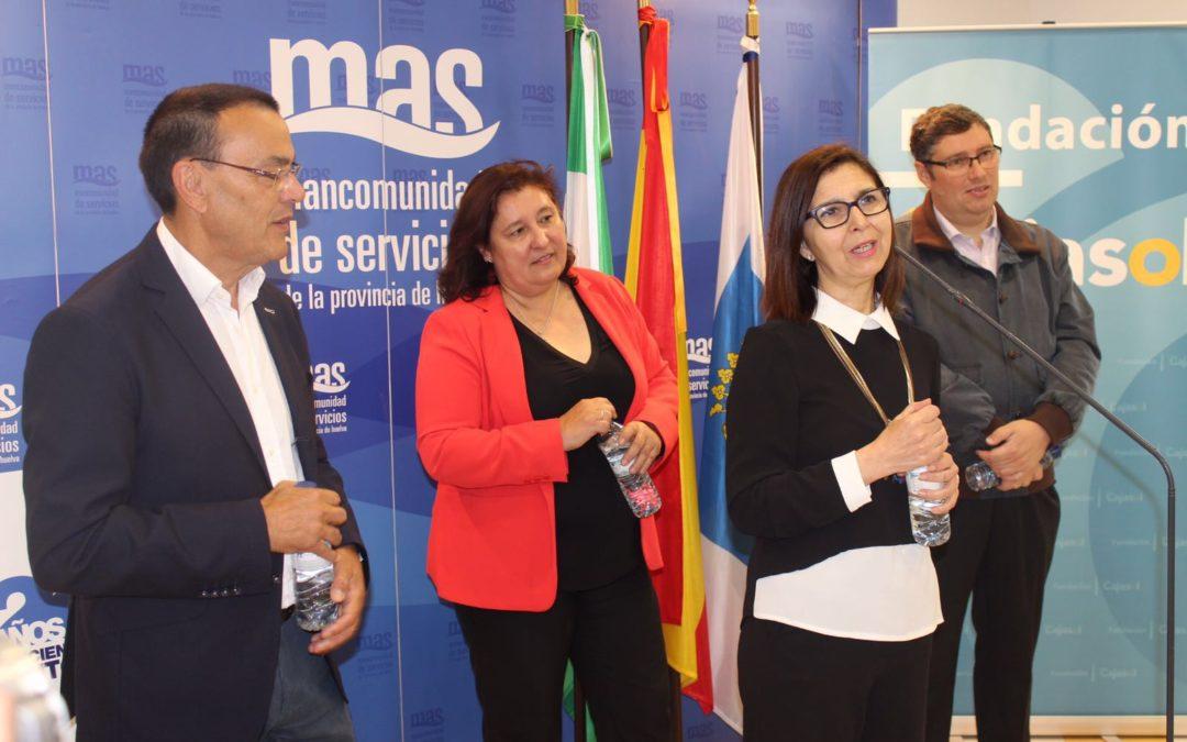 Las hermandades del Rocío reciben 30.000 botellas de agua de manos de Giahsa y la Fundación Cajasol en Huelva