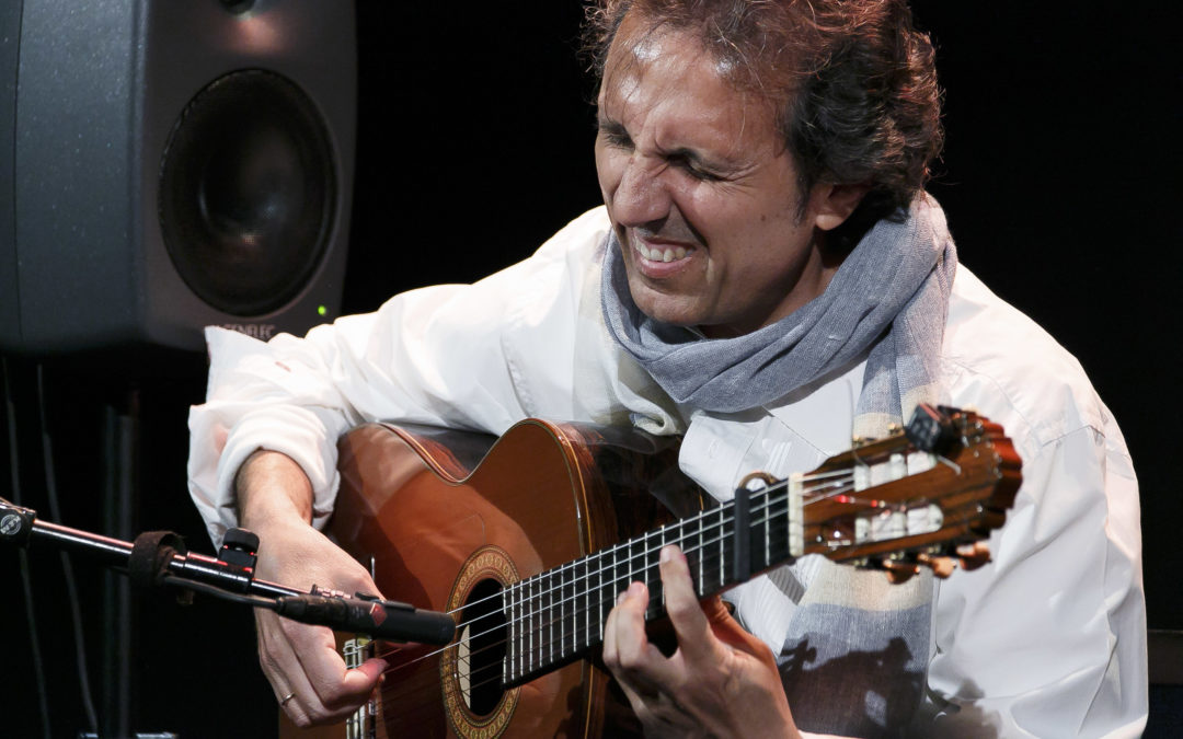 La guitarra de Juan Carlos Romero te conduce al 'Paseo de los Cipreses' en los Jueves Flamencos de la Fundación Cajasol