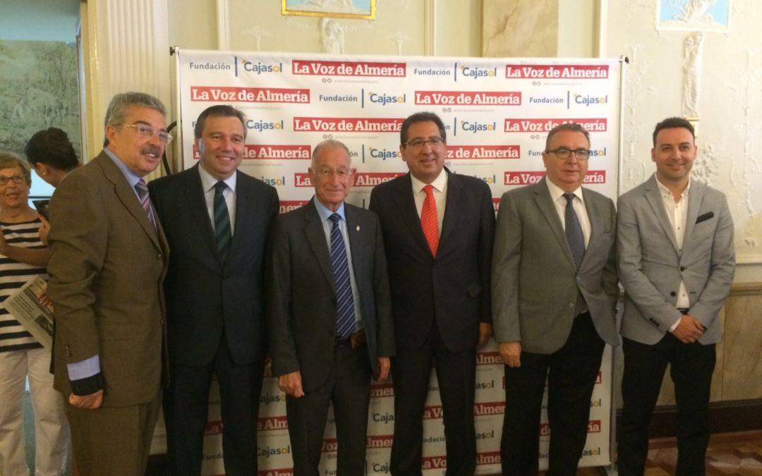 Antonio Pulido asiste el Desayuno-coloquio 'Retos de la empresa almeriense'