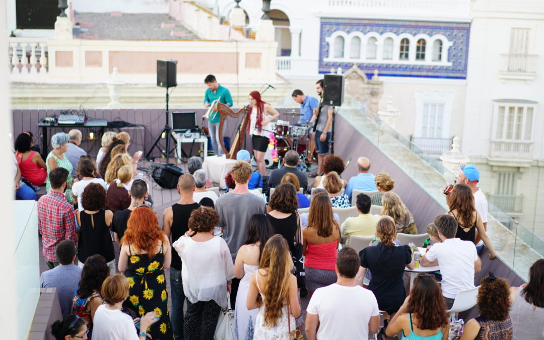 'Los Jueves en la Azotea', música en directo en la sede de la Fundación Cajasol en Cádiz