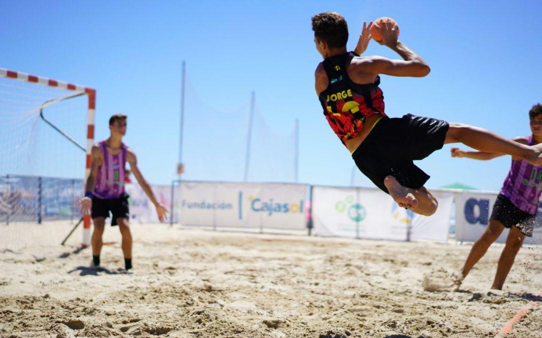 La arena de La Victoria vibra con el XXIV Trofeo Carranza de Balonmano Playa