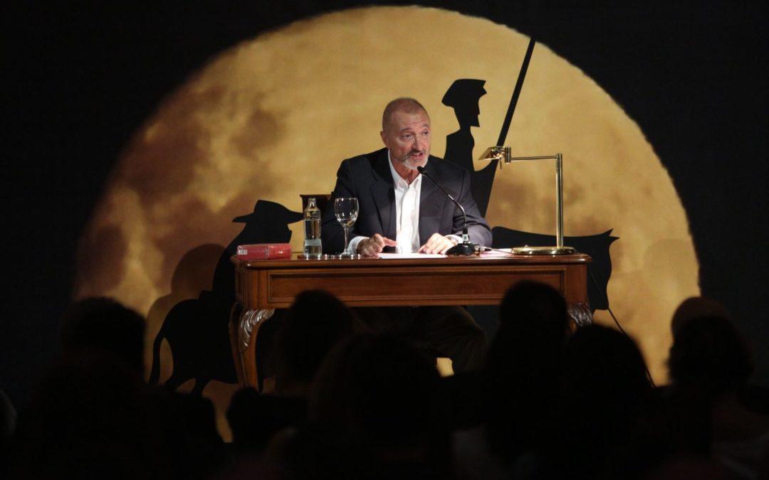 Conferencia de Arturo Pérez-Reverte en la Fundación Cajasol