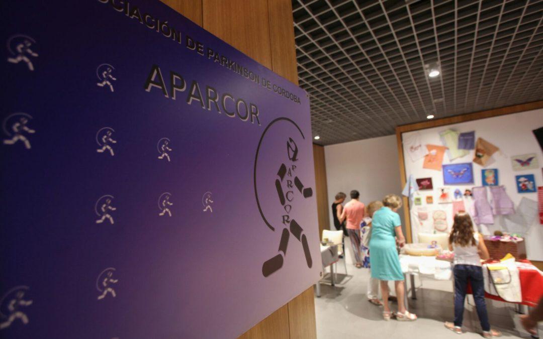Auténticas joyas de artesanía en 'El Rastrillo' de la Asociación de Párkinson de Córdoba en la Fundación Cajasol