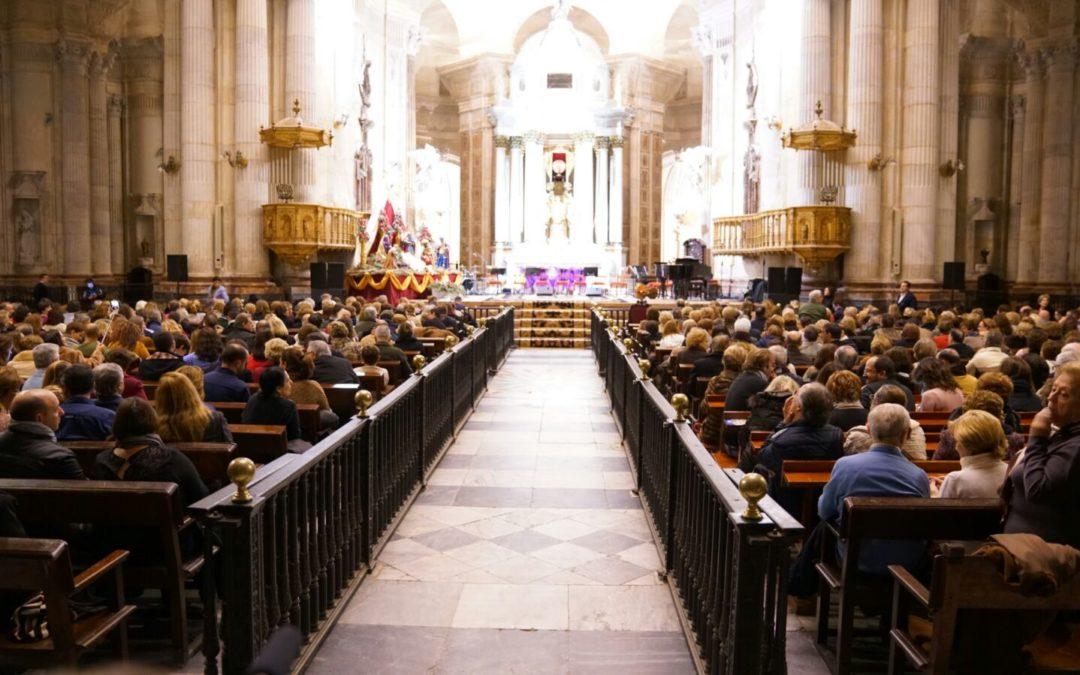 Manuel Lombo en la Catedral de Cádiz: Un concierto mágico en un escenario mágico