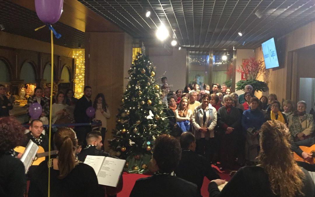 El Coro Yerbabuena ameniza la visita al Belén de la Fundación Cajasol en Córdoba