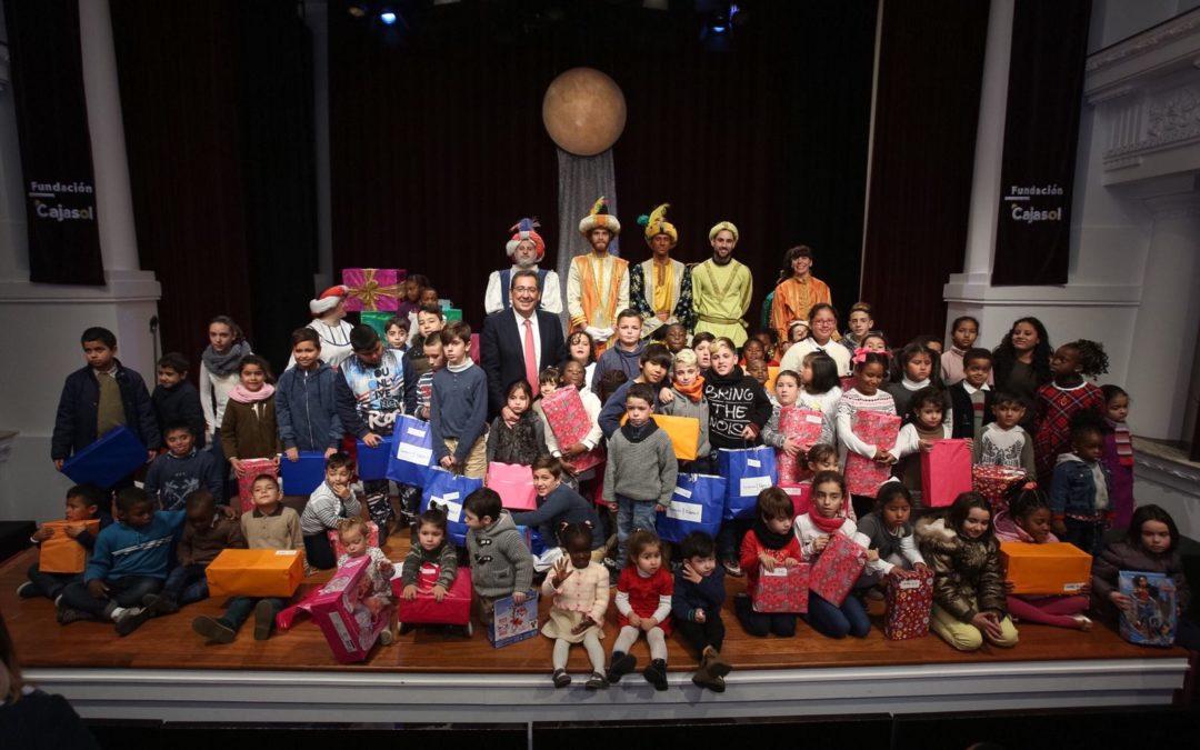 La Fundación Cajasol reparte ilusión entre los más pequeños
