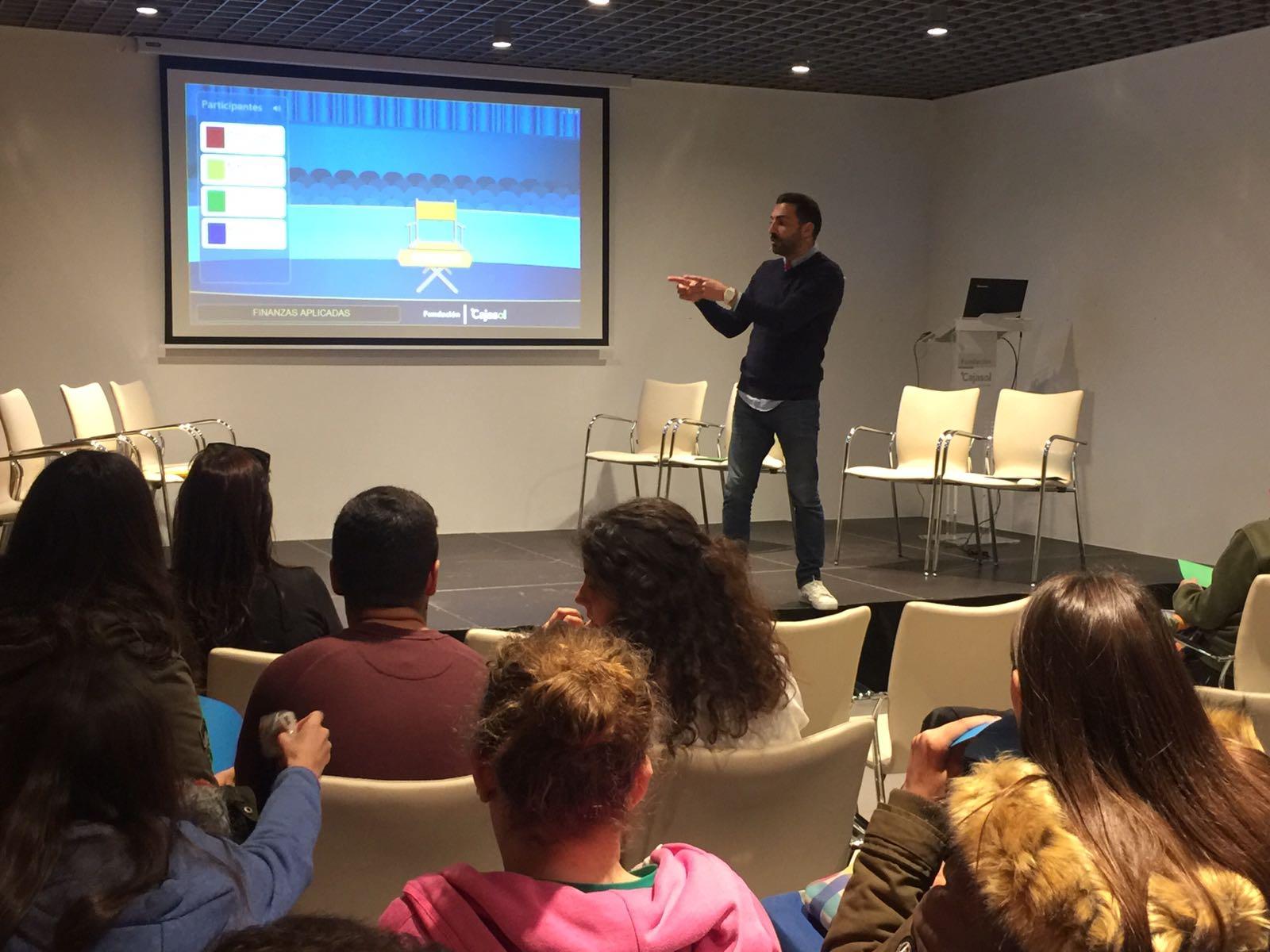 La pantalla muestra la solución a uno de los problemas que tuvieron que resolver los alumnos del Centro Blas Infante de Córdoba en la Fundación Cajasol