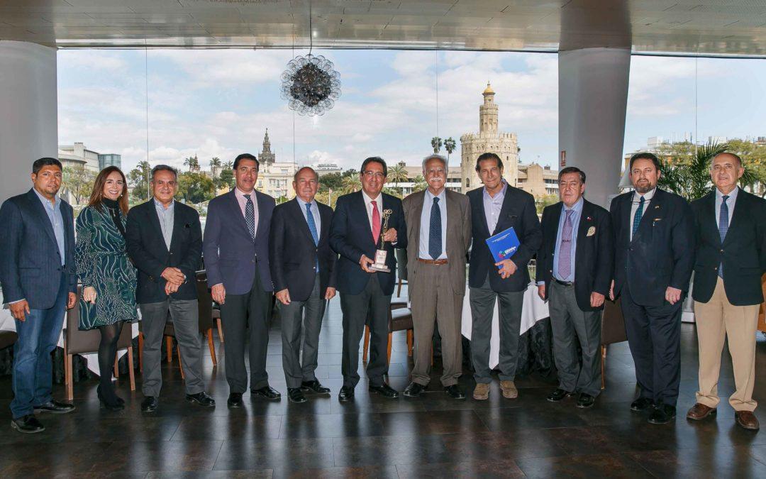 La Fundación Cajasol recibe un reconocimiento por su apuesta y colaboración en el Festival de las Naciones