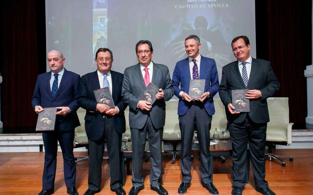 """Presentación del libro de """"un pregón de los que hacen historia"""" en la Fundación Cajasol"""