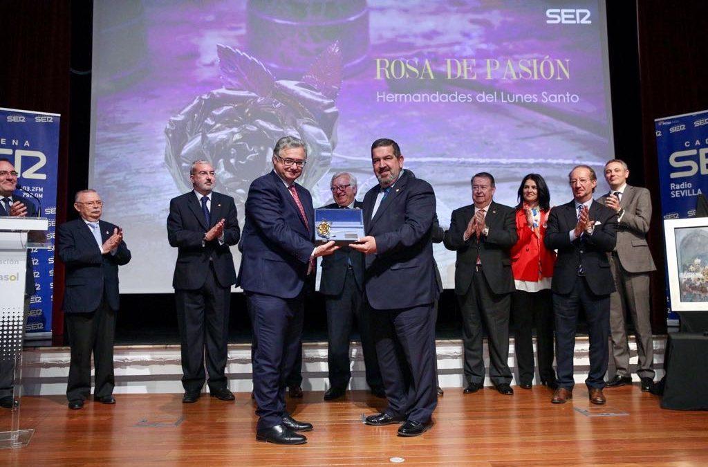 Entrega de la Rosa de Pasión a las Hermandades del Lunes Santo en la Fundación Cajasol