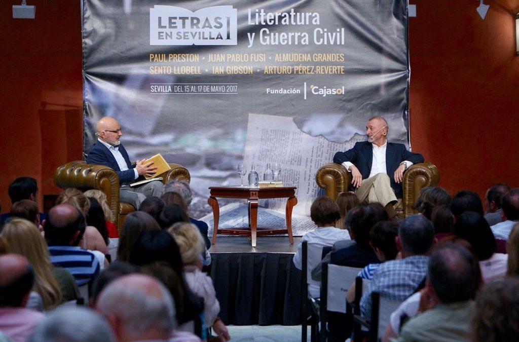 'Letras en Sevilla' comienza con las conferencias de Juan Pablo Fusi y Arturo Pérez Reverte en la Fundación Cajasol