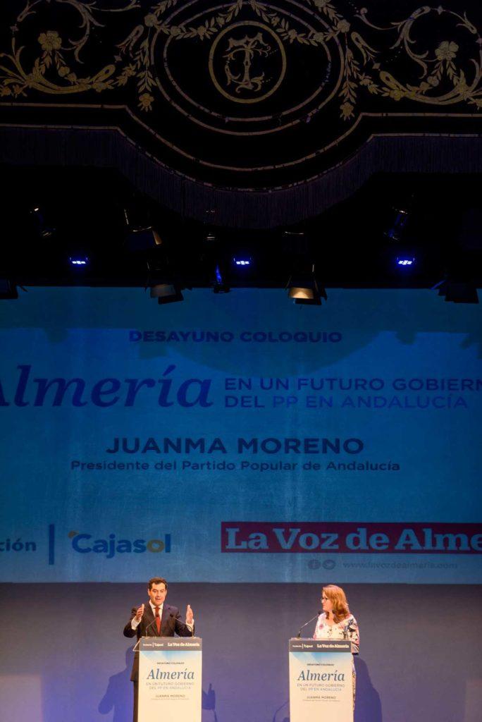 Juan Manuel Moreno, durante su conferencia en los Desayunos de La Voz de Almería