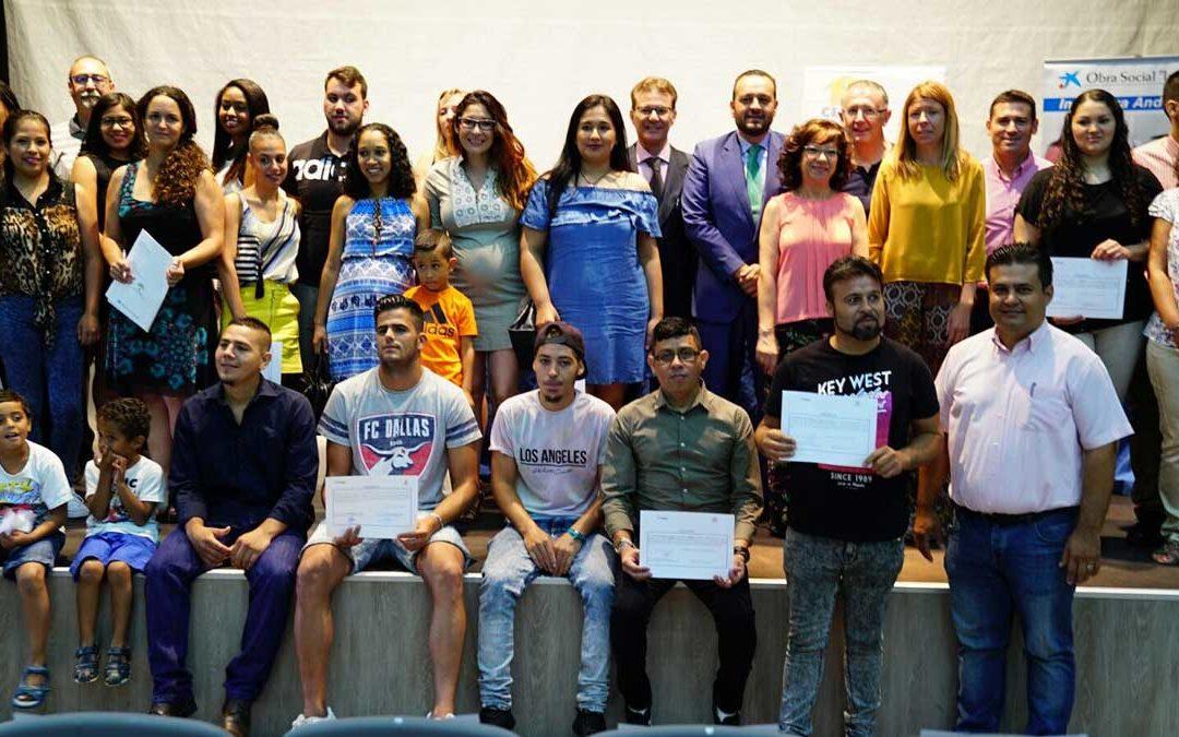 Entrega de diplomas a participantes en el programa 'Incorpora', de la Obra Social 'la Caixa' y la Fundación Cajasol, en Jerez