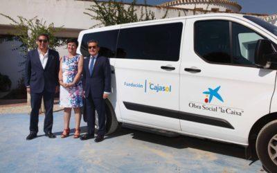 Apascide cuenta con un nuevo vehículo adaptado gracias a la Obra Social 'la Caixa' y Fundación Cajasol