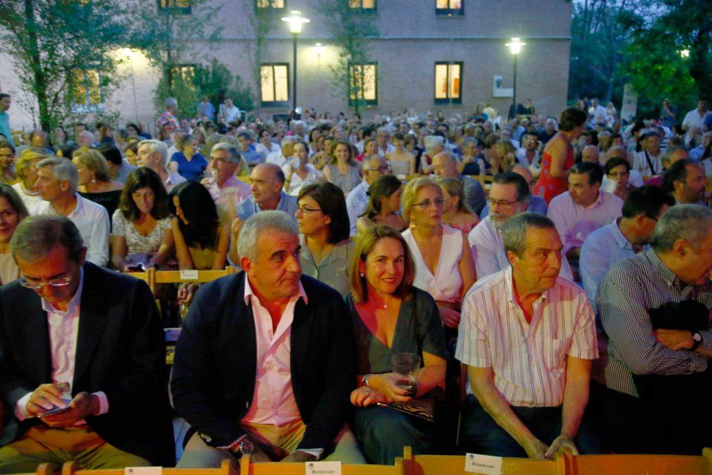 El público llenó los Jardines de la Residencia de Estudiantes de Madrid para presenciar el concierto de Manuel Lombo