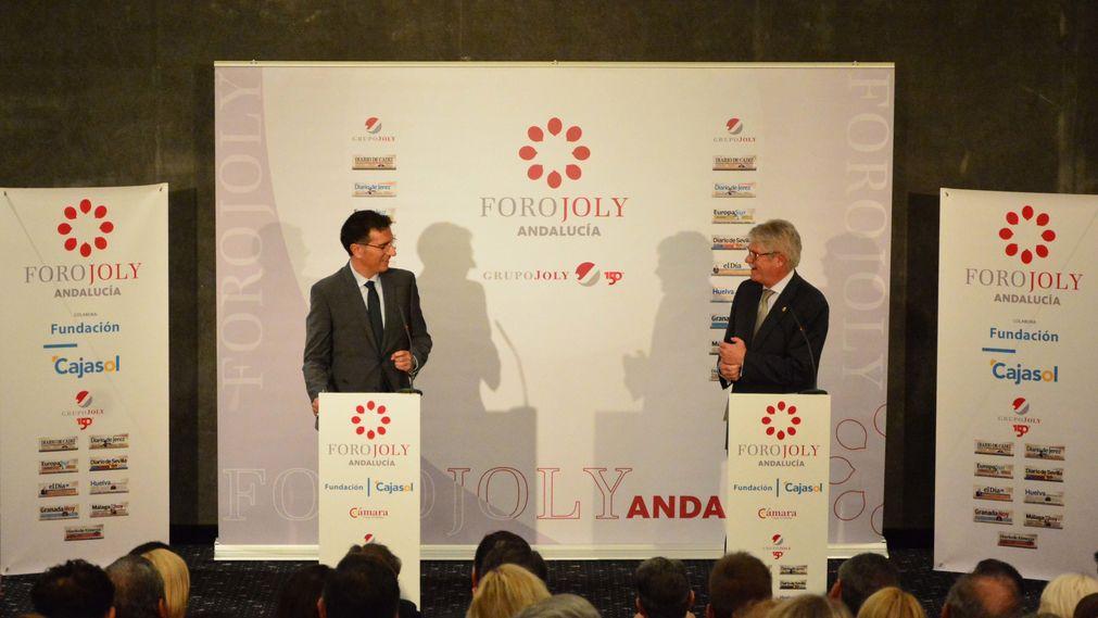 Alfonso Dastis, dialogando con Javier Chaparro, durante el Foro Joly