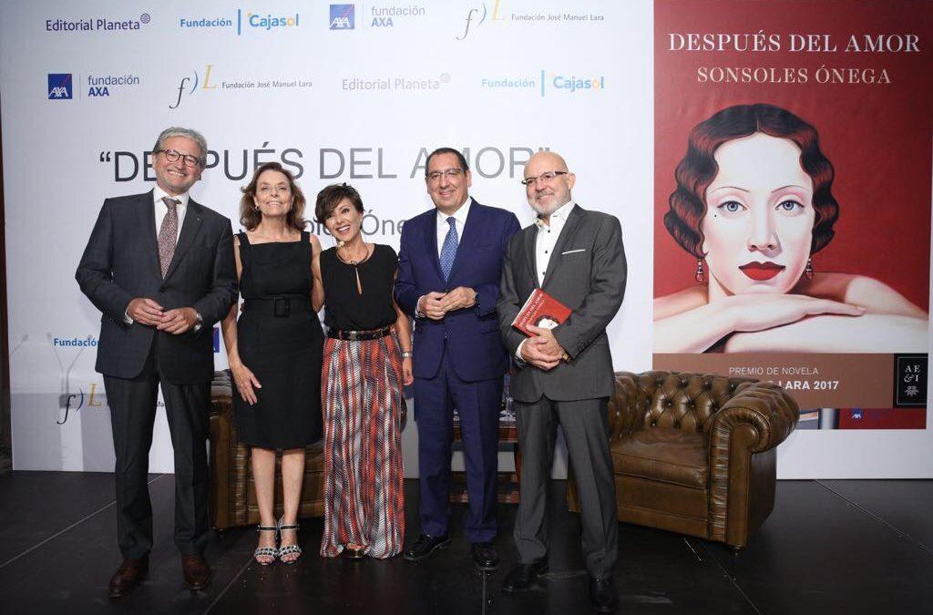Sonsoles Ónega analiza 'Después del amor', novela ganadora del premio Fernando Lara 2017, en la Fundación Cajasol