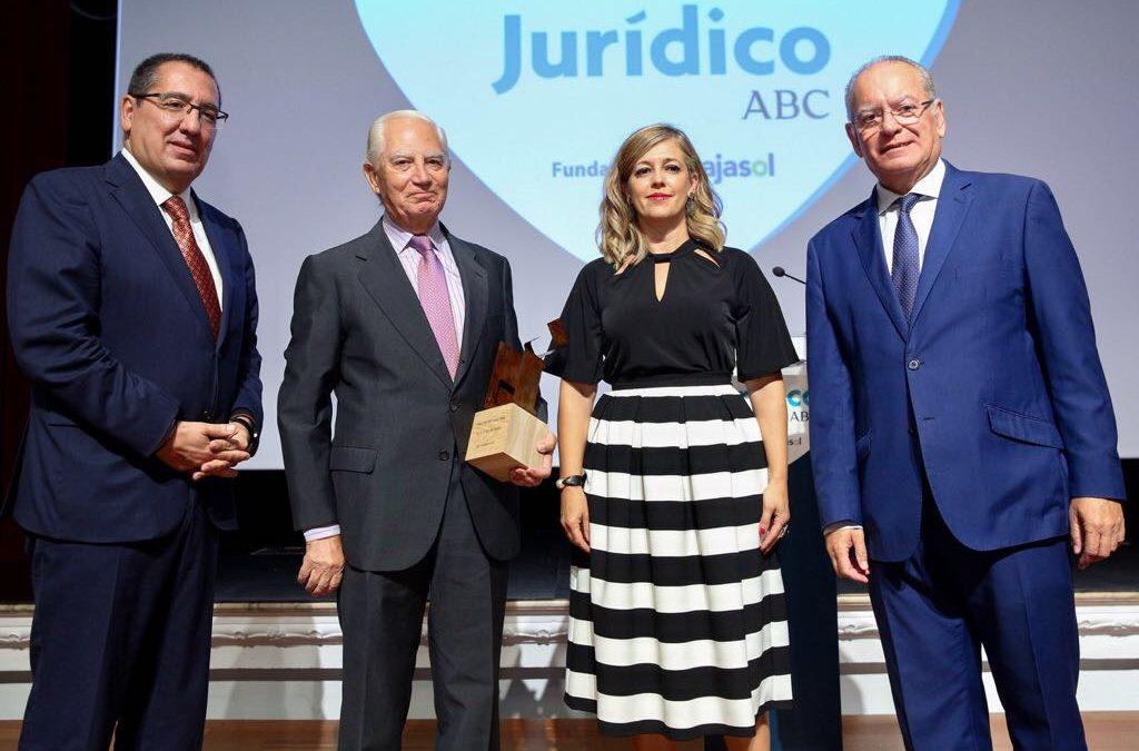 Rafael Leña Fernández recibe el IX Premio a la Trayectoria Jurídica en la Fundación Cajasol