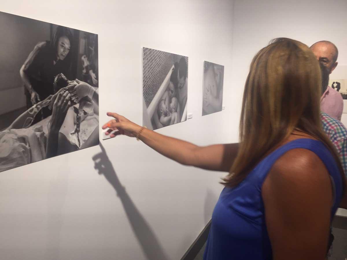 Inauguración de la exposición 'Maternidad & Paternidad' en Huelva