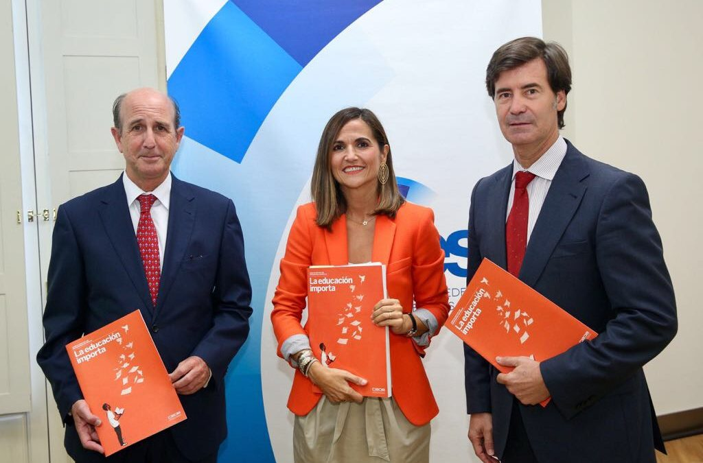 Presentación del Libro Blanco 'La Educación importa', elaborado por la CEOE, en la Fundación Cajasol