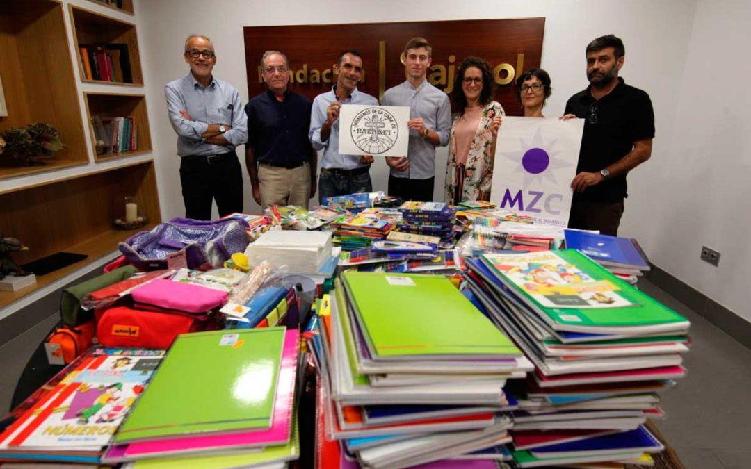 La Fundación Cajasol en Córdoba hace entrega del material recaudado con el ciclo solidario 'Del Teatro al Cole'