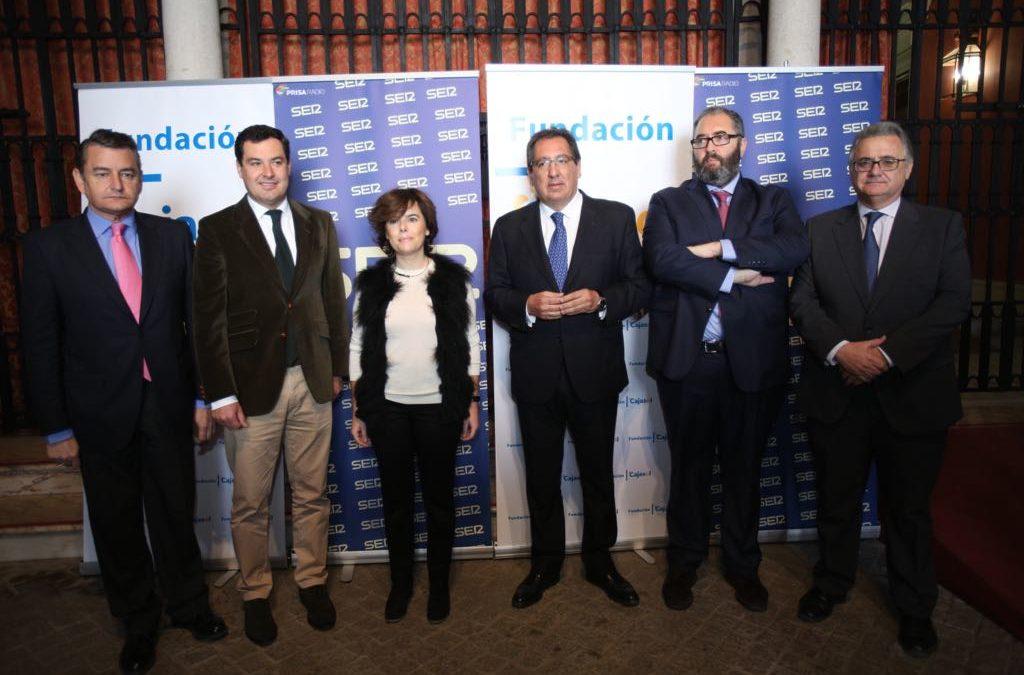 Soraya Sáenz de Santamaría y Juan Manuel Moreno, en los 'Encuentros de la SER dedicados a los 40 años del 4 de diciembre' desde la Fundación Cajasol