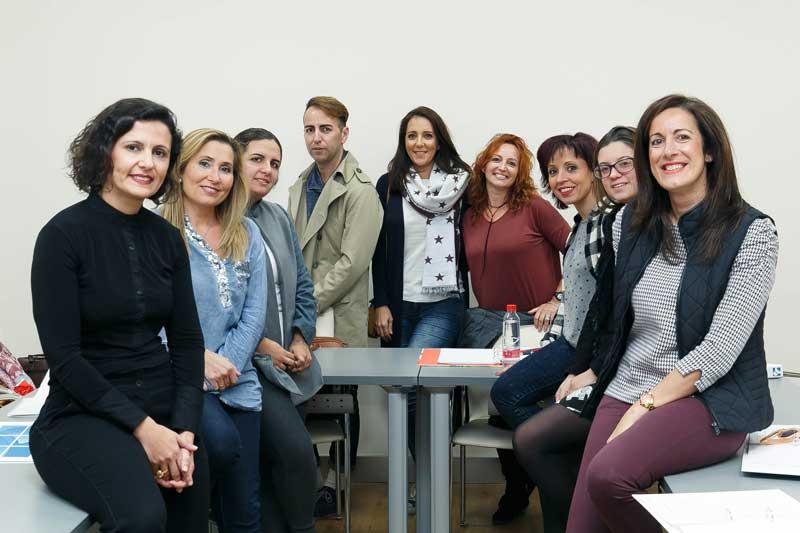 Grupo de ganadores del II concurso Emprende Lunares, durante su formación en la Fundación Cajasol
