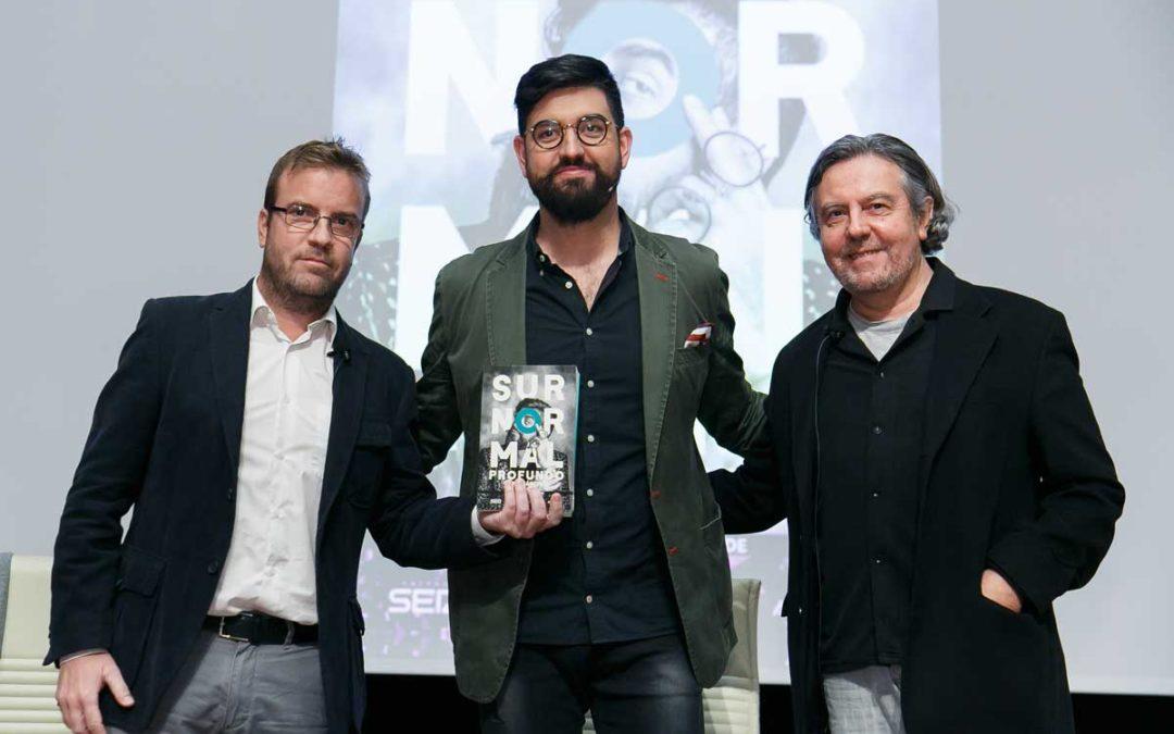 Manu Sánchez presenta su último libro, 'Surnormal profundo', en la Fundación Cajasol