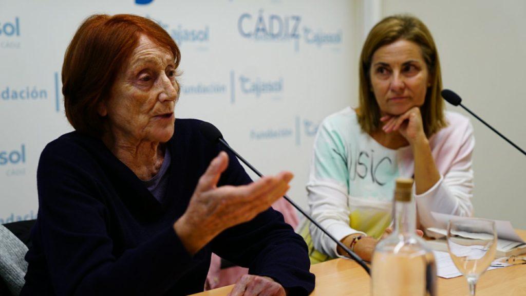 Rosa Regàs, durante su intervención en la Semana de las Letras junto a Lalia González Santiago