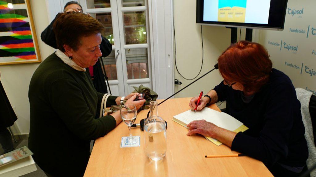 Rosa Regàs firma ejemplares de sus obras en la Semana de las Letras en Cádiz