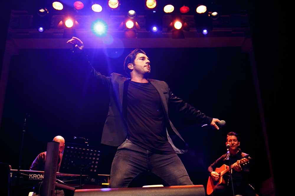 Exitoso concierto de David Bustamante en los 'Gozos de Diciembre' de la Fundación Cajasol