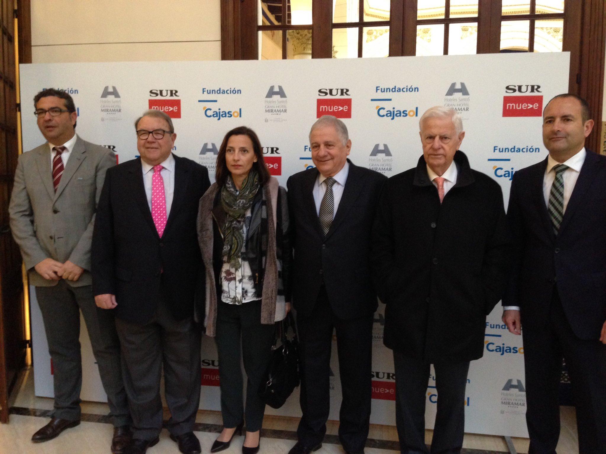 Diferentes autoridades en el encuentro 'Málaga, ante un nuevo futuro'