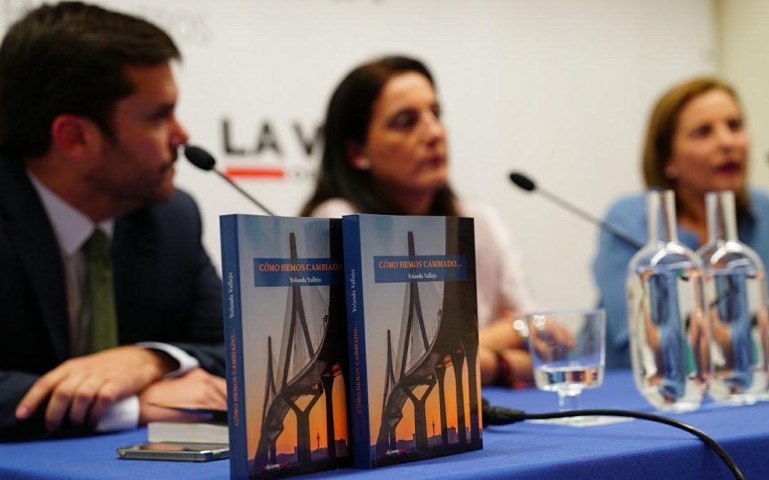 La Hoja Roja de Yolanda Vallejo en La Voz de Cádiz 'cambia' al formato libro en la Fundación Cajasol
